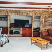 Lounge & Entertainment Area